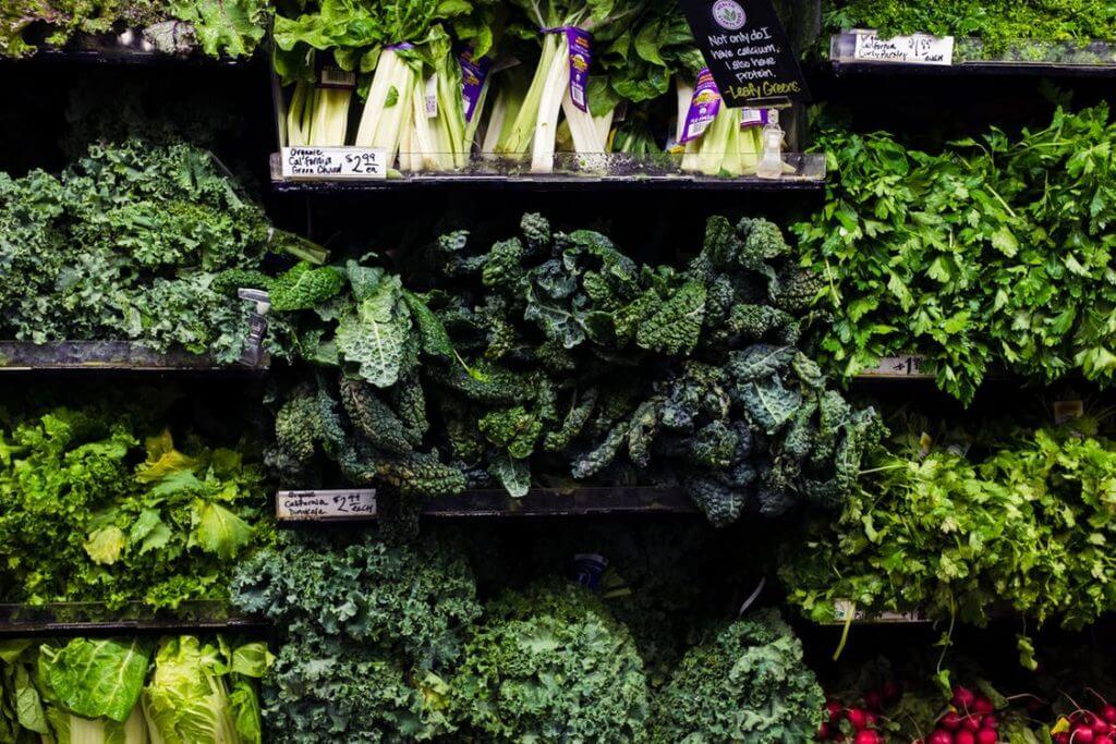 cibi che aiutano a rimanere incinta verdure a foglia verde