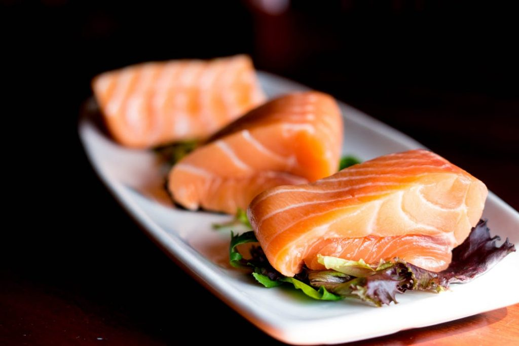 cibi che aiutano a rimanere incinta salmone